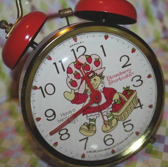 Strawberry Shortcake CLOCK Vintage Alarm clock Pink & Red
