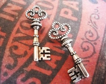 Skeleton Key Pendants Antiqued Silver Trinity Key Pendants 25 pieces 32mm
