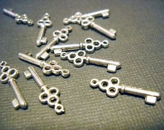 Skeleton Key Charms Antiqued Silver Steampunk Keys BULK Skeleton Keys Wholesale Keys Miniature Key Pendants 50pcs
