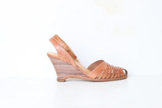 Wooden Buckle woven Indie Wedge Sandal size  9