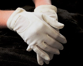 Vintage Gloves, Wrist Length, Off White Ladies Cotton Knit Gloves with Mesh Trim, Buttons