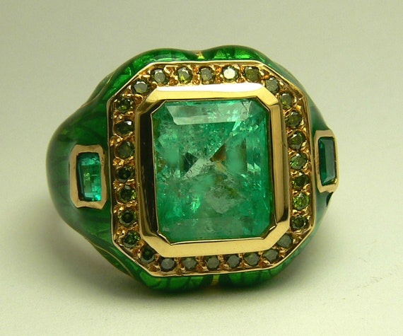 impeccable colombian emerald diamond enamel ring. Black Bedroom Furniture Sets. Home Design Ideas