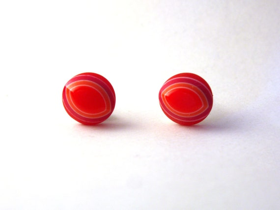 Red acrylic oval ear studs 8mm.