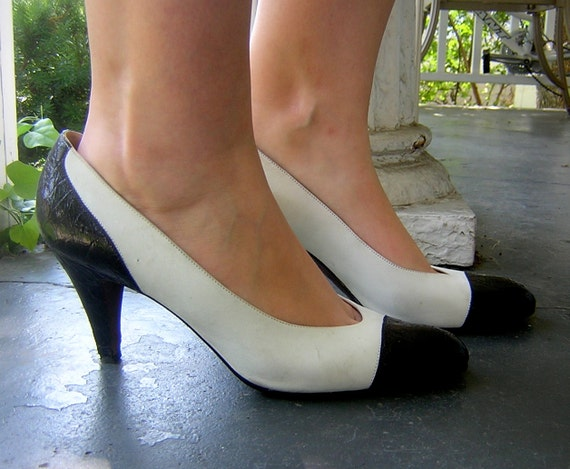 Vintage 1980s RALPH LAUREN navy blue and white leather and suede high heels, professional / secretary style