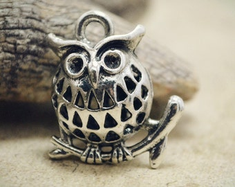 2pcs of Antique Silver 3D Chubby Filigree Owl on Branch Charms Pendants Drops Connector Q36-YX