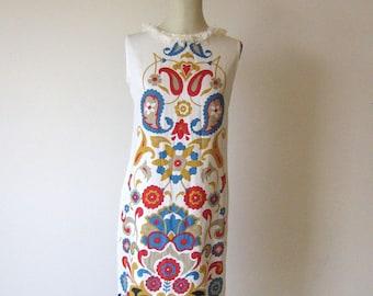 White Cotton Symmetric Paisley Design Shift Dress