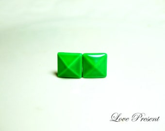Supreme Rock N Roll and Punk Solid Pyramid earrings stud style - Color Green