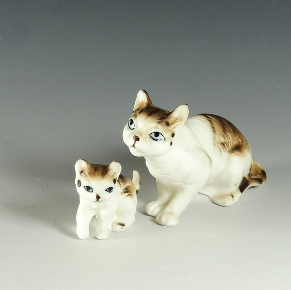 Cat Figurine Set with Momma Cat and Kitten / White with Gray Tabby Markings