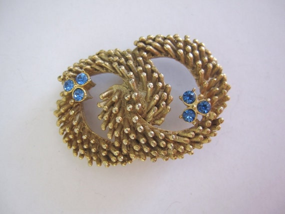 Vintage 1960s House of Borvani HOBCO signed floral wreath Goldtone and Rhinestone faux sapphire Crystal Flower Brooch Pin