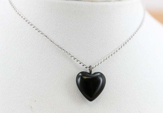 Vintage estate sterling silver and onyx dainty petite heart necklace