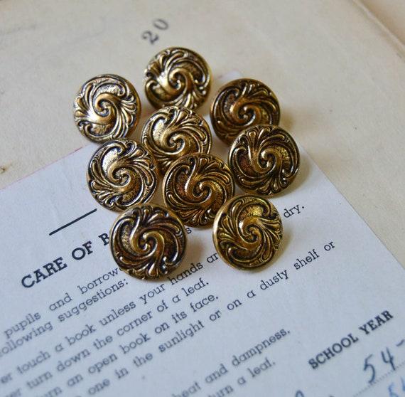 Vintage Metal Buttons in Bronze Gold Color - Set of 9 - 356