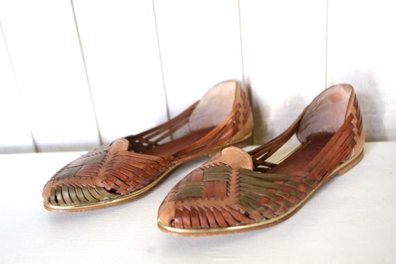 size 8 9 HUARACHE sandals RAINBOW multi color size 8 WOVEN white sandals