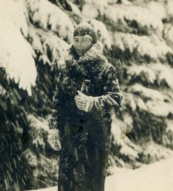 "Vintage Photo Postcard ""Loving Winter"", Photography, Paper Ephemera, Snapshot, Old Photo, Collectibles - 0034"