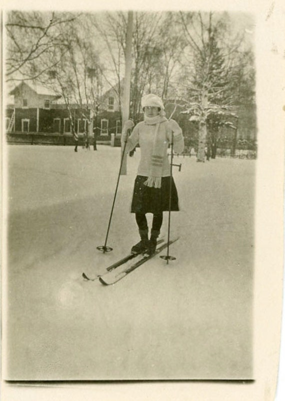 "S A L E - Vintage Photo ""Playing in the Snow"", Photography, Paper Ephemera, Snapshot, Old Photo, Collectibles - 0037"