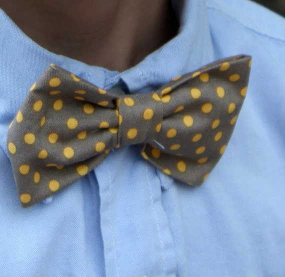 Bow tie and matching suspenders in yellow and gray polka dot - clip on