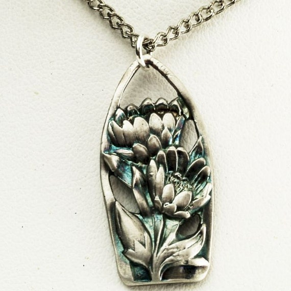Spoon Pendant Art Nouveau Lotus Flower Pattern Water Lily Pendant (P018)