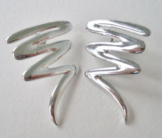 Vintage 80s Mod Hipster Silvertone Silver Tone Squiggle Z Shaped Metal Earrings