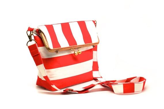 Red stripes kisslock shoulder bag