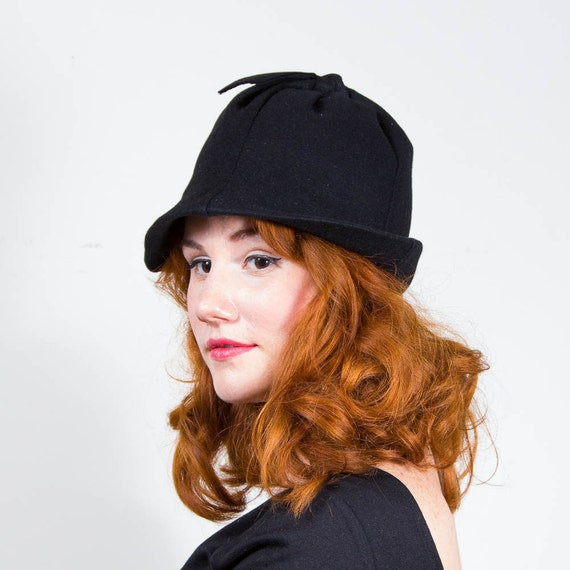 vintage 1960s hat / black cloche / Montaldo's