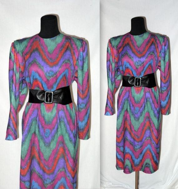 In Living color .. Vintage 80s sack dress / 1980s puff sleeve shift / mulit rainbow / abstract geometric chevron / avant garde .. L XL