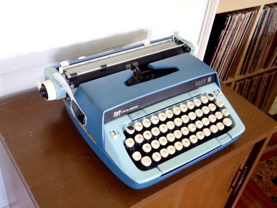 Working Antique Typewriter Smith Corona  with case Two Tone Blue