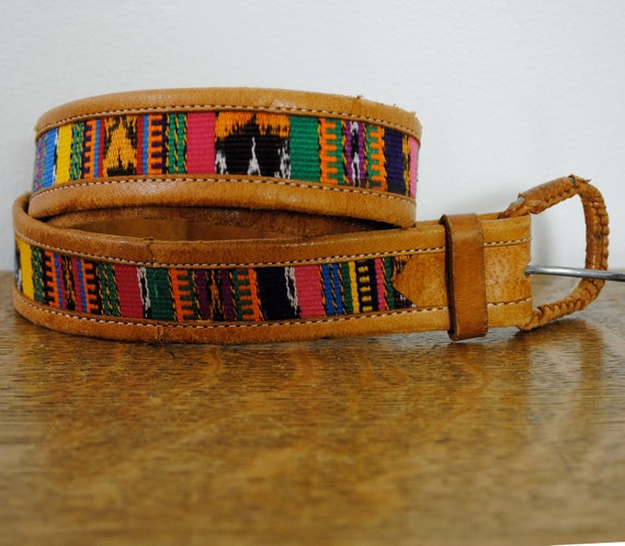 vintage belt / leather and embroidery (m)