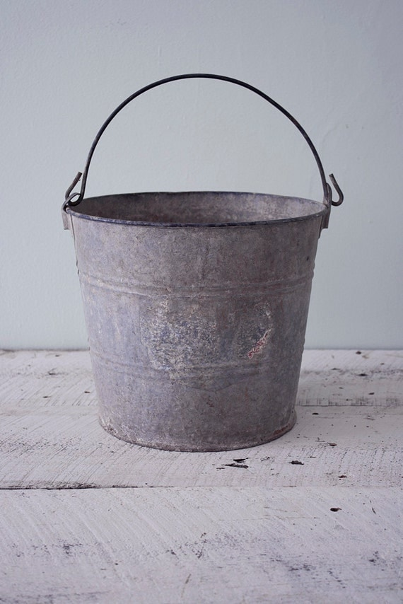 Watertight galvanized metal bucket / pail with handle