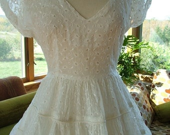Wedding dress vintage 1950s full skirt eyelet fabric sz8 alternative wedding reception dress