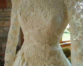 Wedding dress 1980s vintage alencon lace classic bridal gown high low hem reception dress