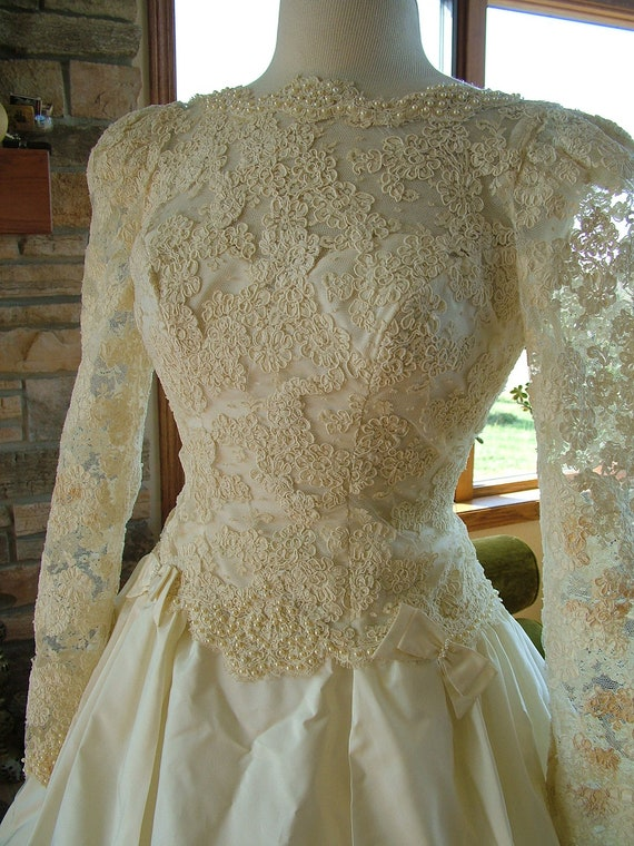 Wedding dress 1980s vintage alencon lace classic bridal gown for Can i make my own wedding dress