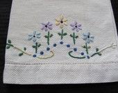 Vintage White Embroidered Cotton Linen Finger Tea Bath Kitchen Hand Towel