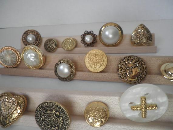 collection of 18 gold button mix . assorted sizes . vintage buttons . destash buttons . no. 82