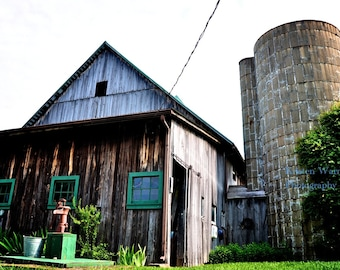 Free Shipping, 16x24 Canvas, Vintage Barn on Canvas, Barns, Photography, Rustic, Country
