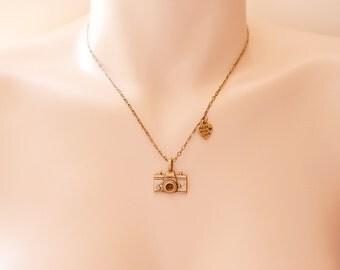 Camera Necklace, Photography Necklace, Camera Charm Necklace with Made with love charm, Photographer, Camera Jewelry ,Travel, Memory, Uniqu