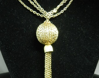 Vintage Mad Men Style Gold Tone Necklace With Ball And Fringe Pendant