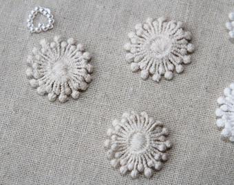 Snow Flower - Cream - S Size - Lace Fabric Doily Trim - 2 Pcs