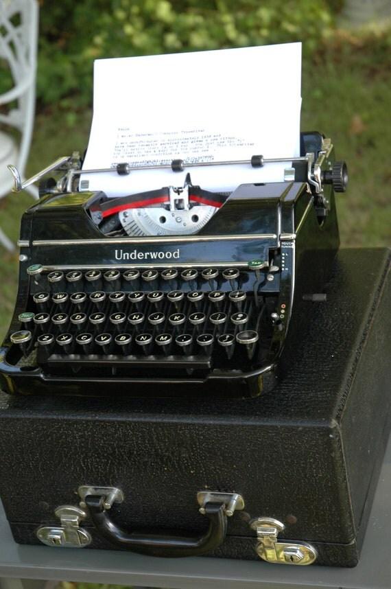 Underwood Champion Portable Typewriter Black with Case