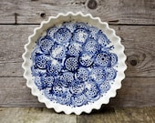 La tourtière d'Annette - white and blue - circle design - Pie plate