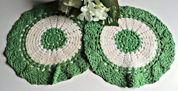 2 Doilies Doily Crocheted Doily Green and White Vintage Doilys Lot  A379
