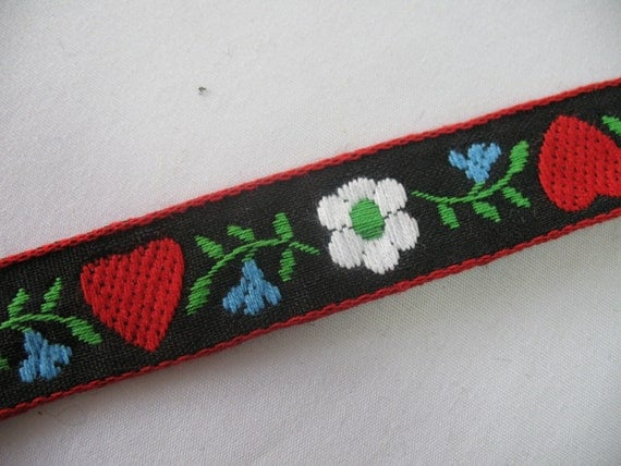 Heart ribbon embroidered - 2 yards