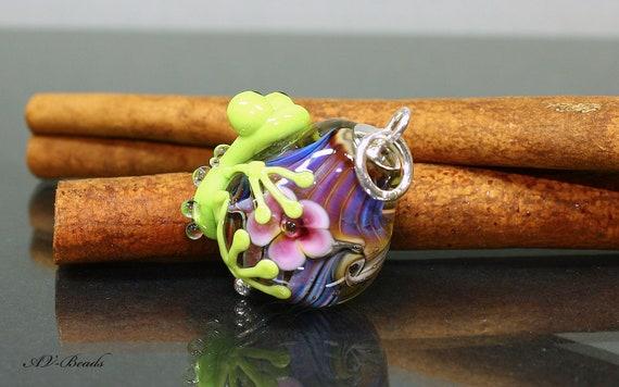 AV-Beads handmade Lampwork Frog pendant SRA