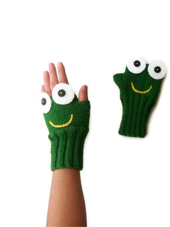 Green Frog Hand Knit / Fingerless Gloves /Green Color/ Boys and Girls / Winter Fashion  / Size M - S