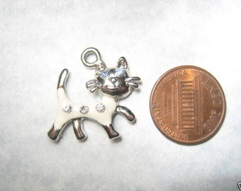 New Cute White Cat Charm Pendant