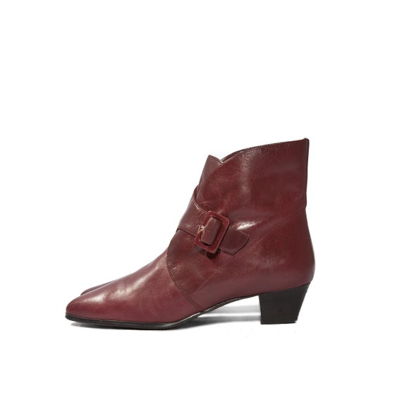 Vintage Fashion Ankle Boots with Buckles in Cranberry Red for a Women's Size 6 B