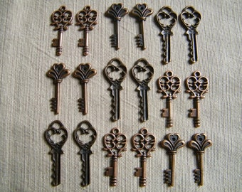The Lost Keys - Skeleton Keys - 18 x Antique Copper Bulk Skeleton Keys Vintage Skeleton Keys Small Key Charms Set