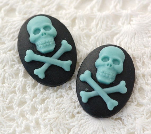 """2 Skull and Crossbones BLUE on BLACK Oval Cameo Embellishment Findings 25x18mm (1""""x3/4"""") shipped from usa"""