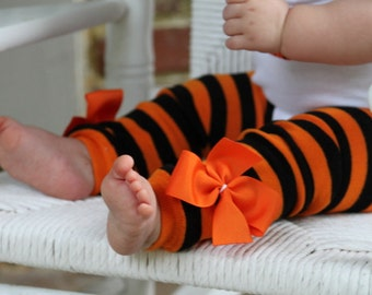 Halloween Leg Warmers for baby girls and newborns -- Bow Leg Warmers -- black and orange stripes for baby girls in size regular and newborn