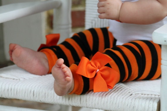 How to make leg warmers from socks! Easy, quick beginner sewing project! Perfect for Halloween costumes and birthday parties! How to make baby leg warmers from women's socks. This post may contain affiliate links, please see the end of the post for more information. Leg warmers are great for Halloween, Birthdays, and Christmas!! how.