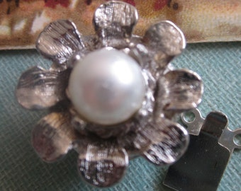 Two Vintage Flower Clasp With Glass Pearl
