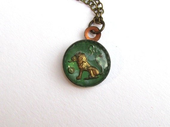 Leo Necklace : Vintage Pendant, Leo Jewelry, August Birthday, Leo Zodiac Jewelry, Astrology Jewelry, Lion Jewelry, Intaglio